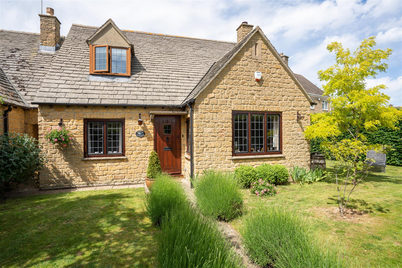 Dream Cottage Externals-4.jpg